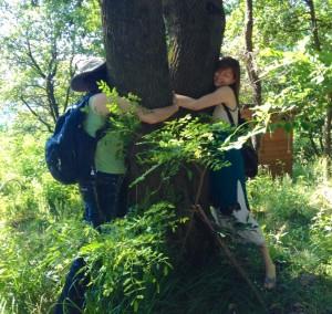 tree-hug-1024x970